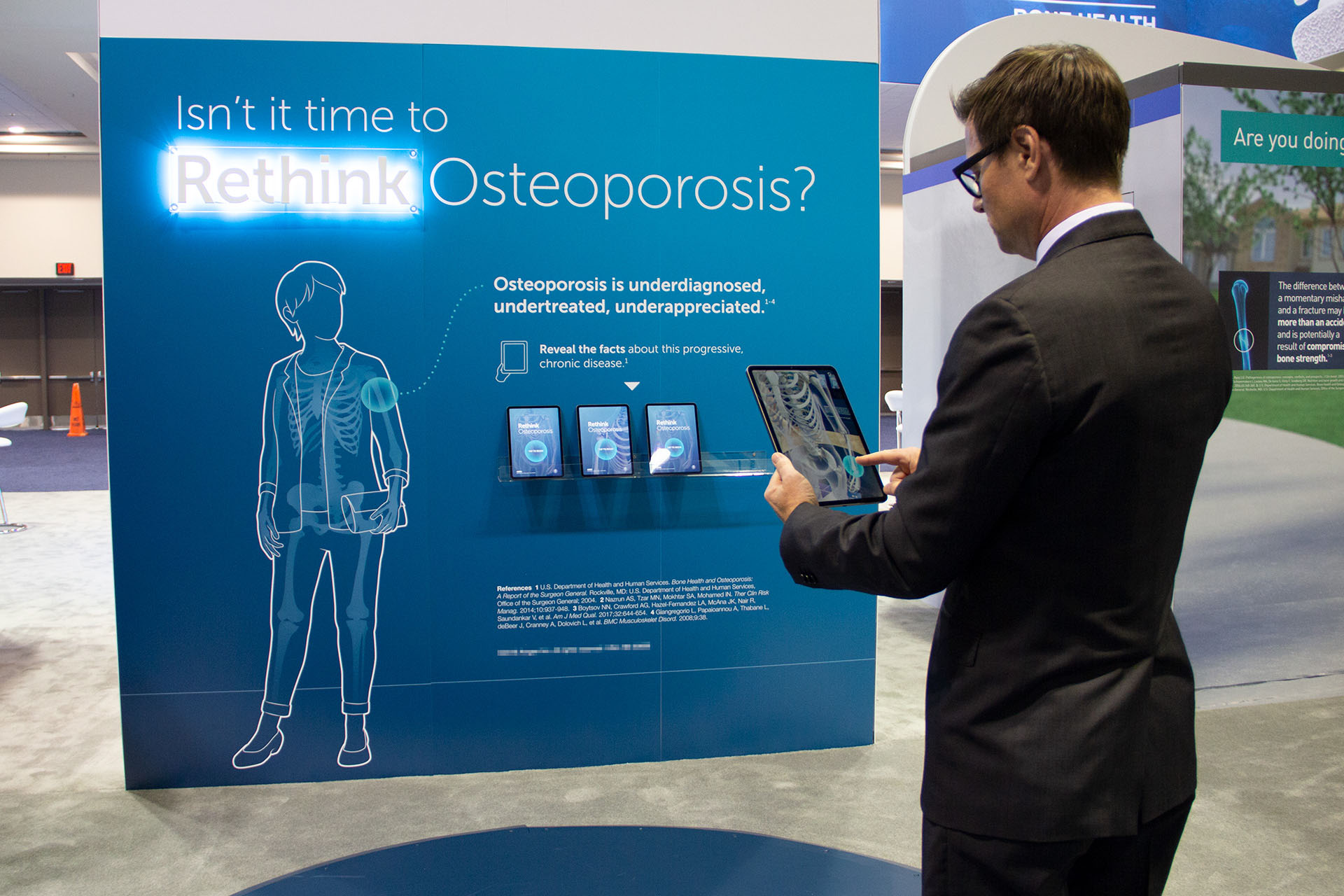 axs-studio-medical-congress-booth-interactive-AR-osteporosis-01